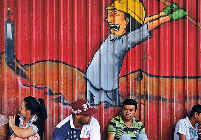 Crise fez 46.322 empresas comerciais fecharem as portas no país em 2016, diz IBGE